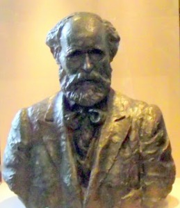 Keir Hardie bust at Town Hall Stratford West Ham