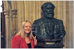 Society President Cathy Jamieson MP with Keir Hardie's Bust in Westminster