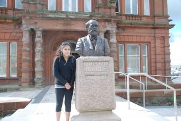 Hardie's great great granddaughter Selena visits Cumnock from America
